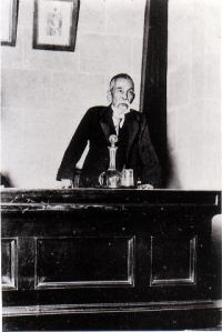Prime Minister Inukai Tsuyoshi on the floor of the Japanese Diet (Parliament).