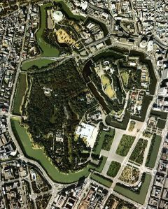 The grounds of the Imperial Palace in downtown Tokyo. According to some estimates, during the height of the asset bubble this ~2 square mile area was worth more than the entire state of California.