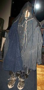 A Sengoku-period travel garment with secret armor worn beneath it. This kind of gear would be utilized by Iga or Koga ninja.
