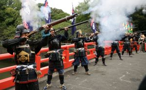 Replica Edo-era firearms being demonstrated. Courtesy of Japan Today.