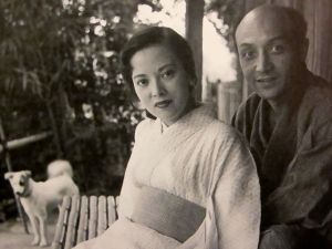 Yamaguchi with her first husband, the Japanese-American sculptor Noguchi Isamu.