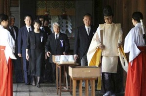 Nakasone Yasuhiro (mid-right,behind the shrine priest) bears the dubious distinction of being the first PM to visit Yasukuni after the decision to enshrine Tojo and 16 other war criminals.