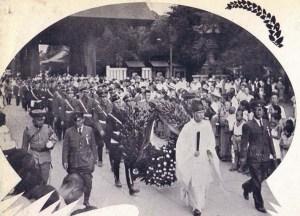 A delegation of Hitler Youth visit Yasukuni, 1938.