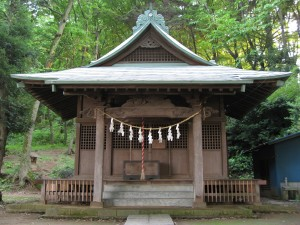Minor shrines such as this one (Omatono Tsunoten Shrine in Inagi) are all over Japan. They represent the third and largest layer of Shinto; localized worship of kami confined to a specific village or region. Unfortunately, they're also the ones we know the least about.