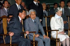 Emperor Akihito (center) with Chinese Ambassador to Japan Wang Yi (left) in Beijing, 1992.