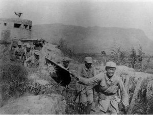 Communist soldiers in the Hundred Regiments Offensive advancing while holding the Guomindang flag, 1940. The Hundred Regiments offensive would be the only time the CCP took the offensive against the Japanese.