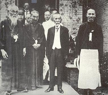 380px-Tsuyoshi_Inukai_with_Mitsuru_Toyama_and_Chiang_Kai-shek_cropped