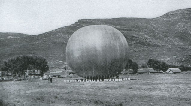 New technology, like this Russian reconnaissance balloon, was reshaping the battlefield of Manchuria long before it arrived at the Western Front. However, not all commanders were equally willing to embrace the new.