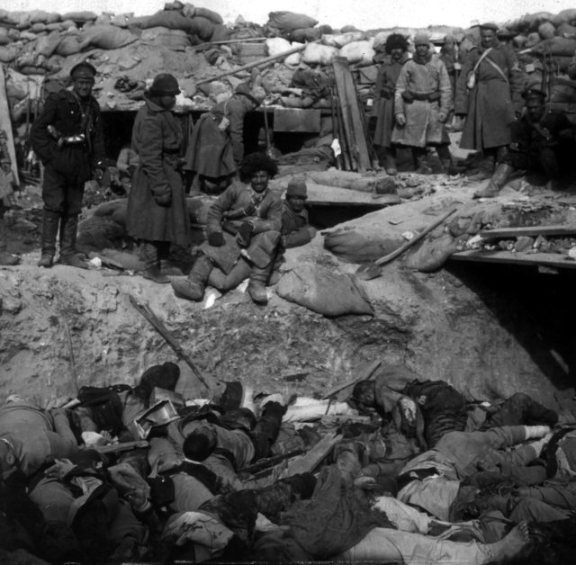 russian_soldiers_stand_over_trench_of_dead_japanese