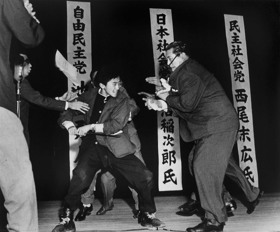 This Pulitzer Prize-winning photo shows Asanuma Inejiro's assassination, which took place during preparations for a telecast debate for the Lower House.